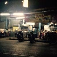 Photo taken at ข้าวต้มเหล็ง by Rapeepun P. on 10/23/2015