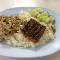 Photo taken at ร้านสุขภาพ อาหารเจ by Mr.Trakool T. on 1/18/2013