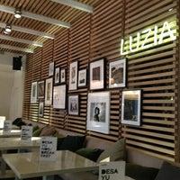 รูปภาพถ่ายที่ La Xina & Luzia โดย Vladimir S. เมื่อ 2/26/2013