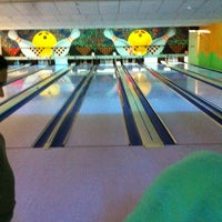 Photo taken at Via Bowling by Melquinobre on 3/30/2013