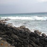 Photo taken at La'Aloa Bay Beach (White Sands Beach Park) by Steve H. on 5/19/2013