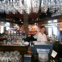 Foto diambil di Nona Blue Modern Tavern oleh Leontine pada 3/12/2013