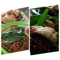 Photo taken at Restaurant & Pub Sin Hoy Kee by Jeffrey Y. on 9/20/2014