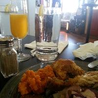 Foto tomada en Sweet Potato Café por Brian F. el 1/18/2015
