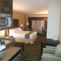 Снимок сделан в Holiday Inn Express & Suites пользователем Jared W. 7/11/2014