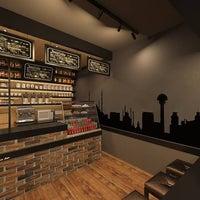 12/5/2014 tarihinde Lungo Espresso Barziyaretçi tarafından Lungo Espresso Bar'de çekilen fotoğraf