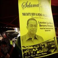 Photo taken at Pasar Tani Gelang Patah by Mkn A. on 10/27/2013