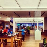 Foto tirada no(a) Microsoft Store por Louis em 5/1/2013