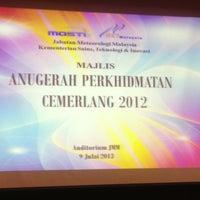 Photo taken at Jabatan Meteorologi Malaysia by Burhanuddin S. on 7/9/2013