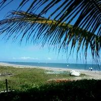 Foto tirada no(a) Praia de Paripueira por Lyana M. em 11/9/2012
