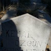 Photo taken at Soğukkuyu Mezarlığı by Lerzan Ö. on 6/23/2017