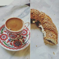 Foto tirada no(a) Simit & Chai Co. por Mostafa M. em 8/14/2016