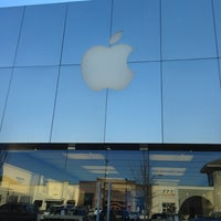 Photo taken at Apple Lehigh Valley by Mike H. on 11/14/2012