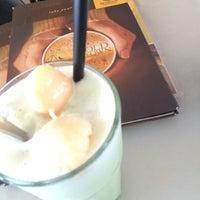 Photo taken at OldTown White Coffee by Sansan on 5/28/2015