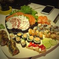 Foto tirada no(a) Kurokawa Sushi Bar por Marcell S. em 6/7/2013