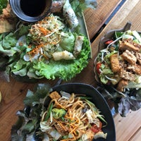 Снимок сделан в Hum vegan cuisine пользователем Jackie K. 8/4/2018