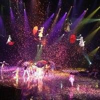 9/15/2012 tarihinde Debra D.ziyaretçi tarafından The Beatles LOVE (Cirque du Soleil)'de çekilen fotoğraf
