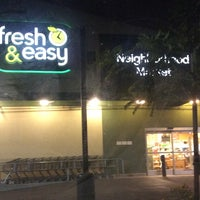 Photo taken at Fresh & Easy Neighborhood Market by JNET on 11/11/2014