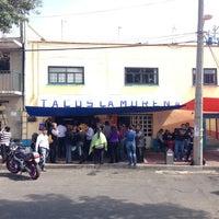 Foto tomada en Tacos La Morena por Norberto E. el 8/29/2013