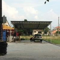 Photo taken at Ramu's Car Wash by Thepan J. on 8/14/2013