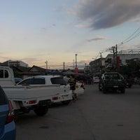Photo taken at ตลาดแลง บ้านติ้ว by Paul N. on 12/30/2012