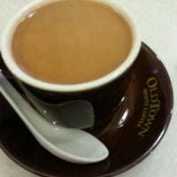 Photo taken at OldTown White Coffee by Aunty D. on 10/14/2012