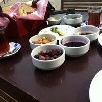 4/23/2013 tarihinde Sermin D.ziyaretçi tarafından Eski Kahve'de çekilen fotoğraf