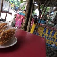 Photo taken at ส้มตำป้ามิ้ม by ชบาฟ้า ✨. on 7/31/2016