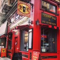 Foto tomada en Sutter Pub & Restaurant por River M. el 9/21/2013