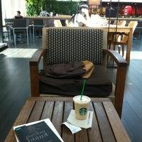 รูปภาพถ่ายที่ สตาร์บัคส์ โดย Rewat R. เมื่อ 12/9/2012