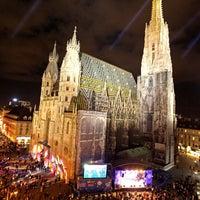 Снимок сделан в Stephansplatz пользователем Mario L. 12/17/2012