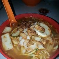 Photo taken at Prawn Mee @ Jalan Ipoh Batu 5 by Venoth on 12/6/2014