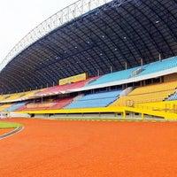 Photo taken at Stadion Gelora Sriwijaya (GSJ) by Venoth on 8/22/2016