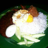 Photo taken at Ujang Corner Nasi Lemak Special BBS by Azwan H. on 3/27/2014