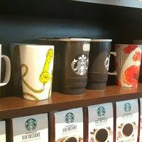Foto scattata a Starbucks da R . il 3/31/2016