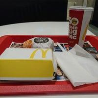 Das Foto wurde bei McDonald's von Kajen L. am 4/25/2018 aufgenommen