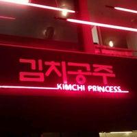 Photo prise au Kimchi Princess par Maria P. le11/3/2012