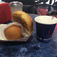 2/25/2017에 Libi G.님이 La Nueva Bakery에서 찍은 사진
