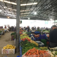 Photo taken at turunçova kapalı pazar yeri by Dursun E. on 12/30/2016