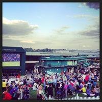 6/25/2013 tarihinde Jon T.ziyaretçi tarafından The All England Lawn Tennis Club'de çekilen fotoğraf
