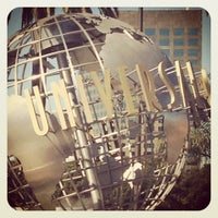 Снимок сделан в Universal Studios Hollywood Globe and Fountain пользователем Alicia L. 11/5/2012