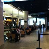 รูปภาพถ่ายที่ Food Court โดย Bill D. เมื่อ 10/12/2012