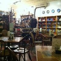 12/7/2012 tarihinde Bill D.ziyaretçi tarafından Kopi Café'de çekilen fotoğraf
