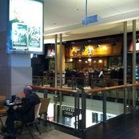 รูปภาพถ่ายที่ Food Court โดย Bill D. เมื่อ 10/30/2012