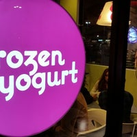 Photo taken at Menchie's Frozen Yogurt by Jeremy N. on 11/22/2014