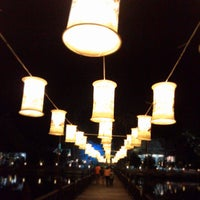 Photo taken at ถนนคนเดิน เมืองเก่าสุโขทัย by ฮา ค. on 1/1/2015