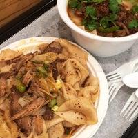 Das Foto wurde bei Xi'an Famous Foods von Kathleen C. am 10/5/2017 aufgenommen