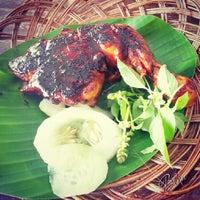 Photo taken at Restoran Balikpapan Seafood by Blen B. on 1/4/2014