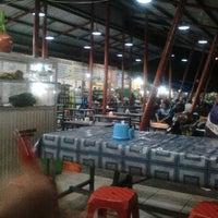 Photo taken at Pumara (Pusat Makanan Rakyat) Bangkalan by Rizkia Putri Pambayu on 4/29/2014