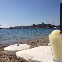 10/21/2012 tarihinde Sinan B.ziyaretçi tarafından Cafe del Mar'de çekilen fotoğraf